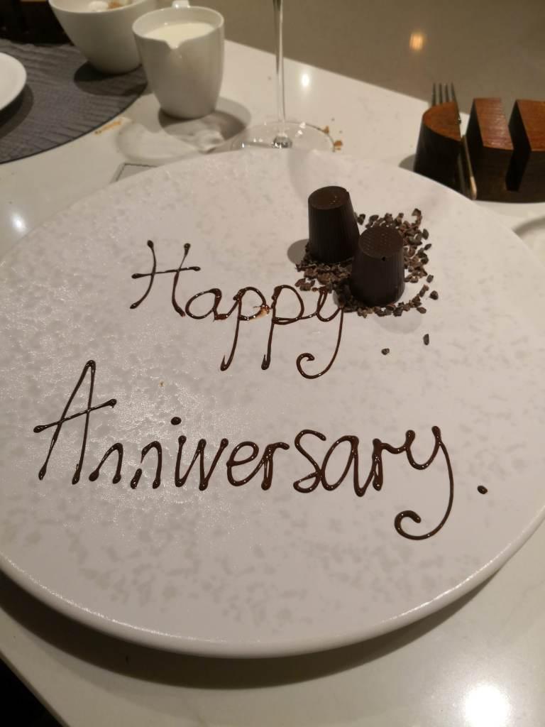 Happy Anniversary plate.