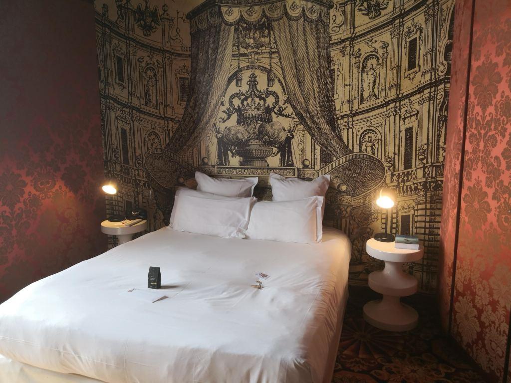 Hotel du Petit Moulin the bed