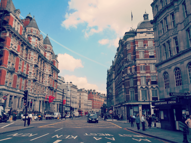 Kensington_West_London_Streets_Harrods