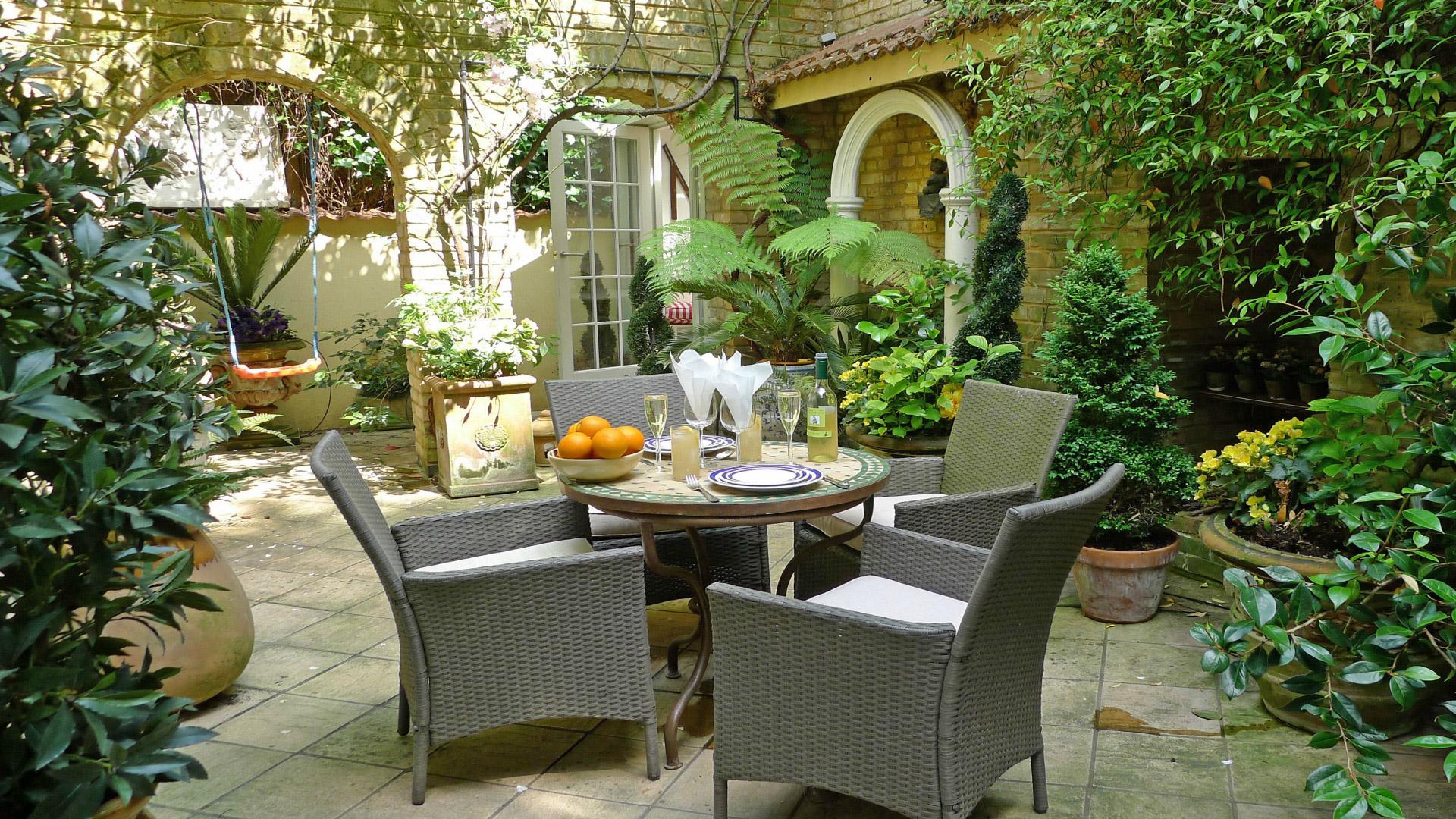 Kensington Vacation Apartment with Patio Garden