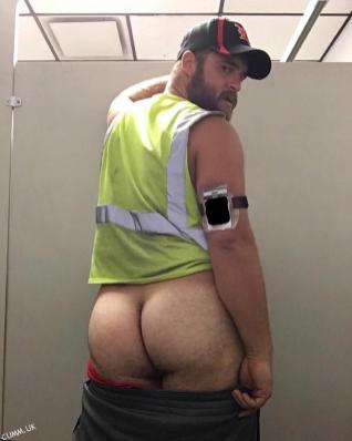 workman shows hairy ass