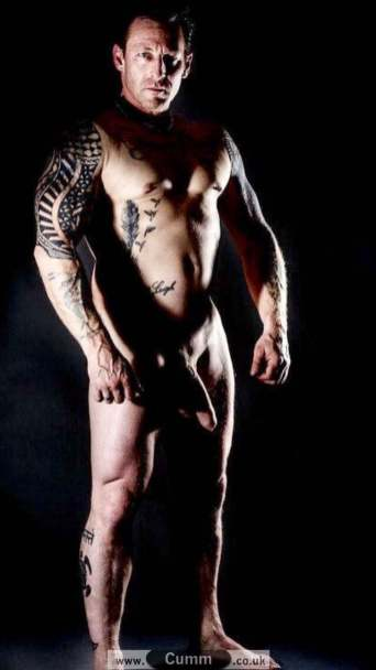 hung muscle daddy