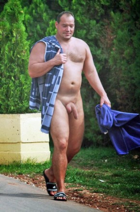 Nude-Daddy-Model-Photo-Shoots-nude-in-public