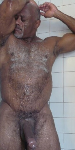 homo-dream-big-black-daddy-dick-in-shower-i-saw