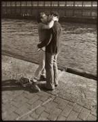 Leonard-Fink-kissing-on-the-pier