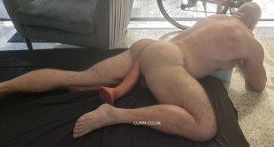 woof-dildo-arse-muscle-daddy