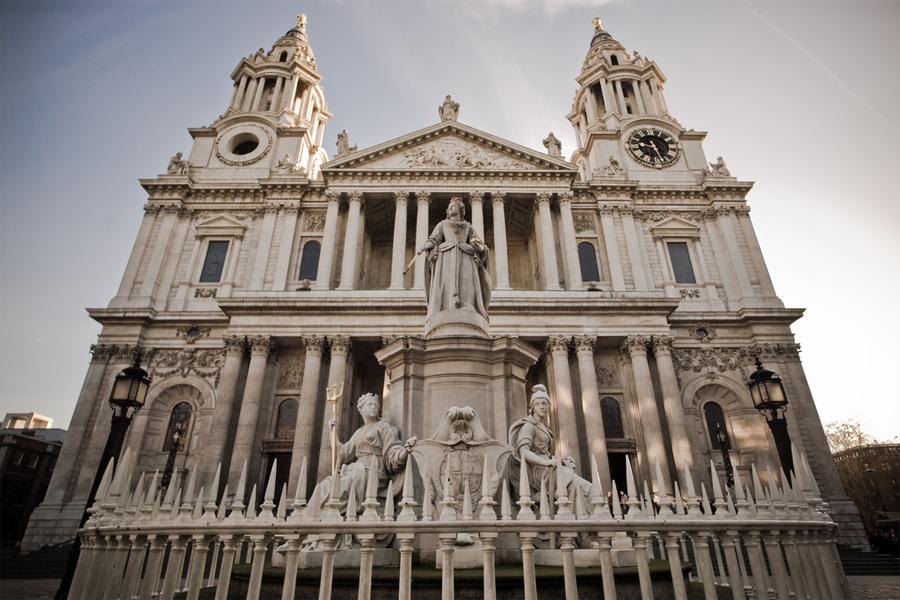 https://i0.wp.com/www.londresciudad.com/fotos/fachada-principal-catedral-san-pablo.jpg