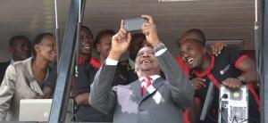 Uhuru-Kenyatta-selfie