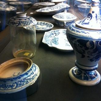 La produzione delle manifatture di Doccia non comprendeva solo porcellane, ma anche bellissime maioliche di un blu sognante. Foto: Caterina Chimenti, licenza CC 2.0