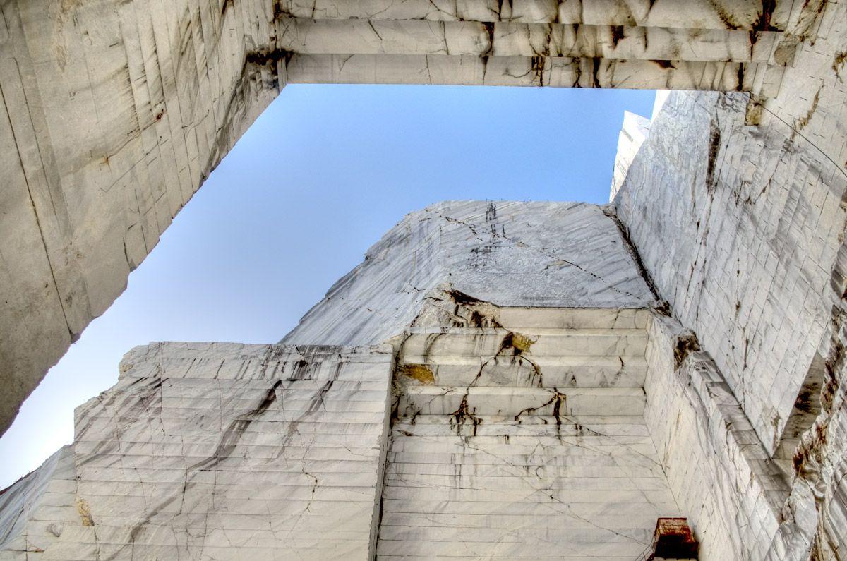 Tra cielo e mare le cave di marmo della Versilia  Lonely