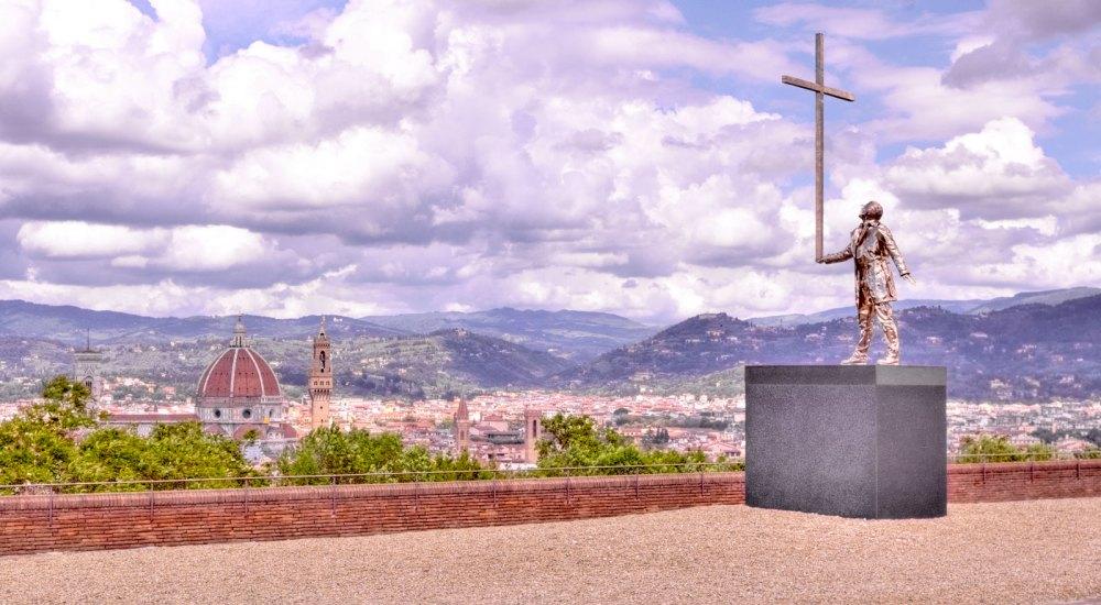 L'uomo che porta la croce (2015) Bronzo al silicio Foto: Caterina Chimenti / Lonely Traveller