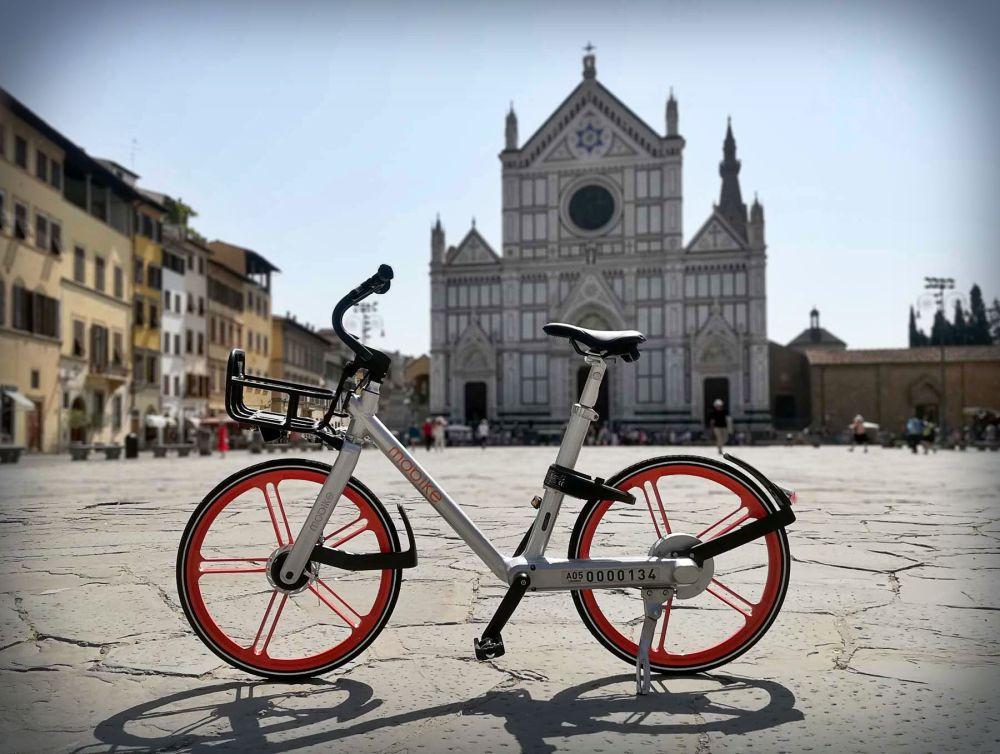 Una delle biciclette Mobike disponibili per il noleggio a Firenze