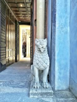 Rocchetta Mattei, dettaglio della porta di accesso al cortile moresco