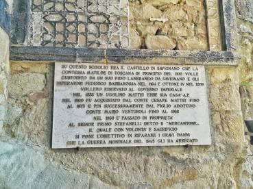 La targa posta all'esterno che ricorda le origini del castelloFoto: Caterina Chimenti / Lonely Traveller