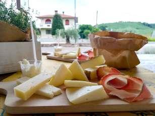 Caseificio Busti tagliere formaggi salumi