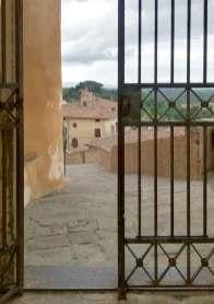 Lari il camminamento del castello dei Vicari