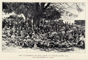 """Kelly reunion group photo taken at """"Sulby Glen"""", Cudlee Creek, 31 December 1838>(click for a larger image)"""
