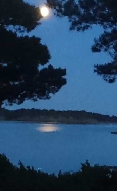moonshine at Lilla Kuggskäret island