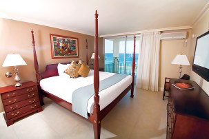 Sunscape Cove Montego Bay - Accommodations - King Suite