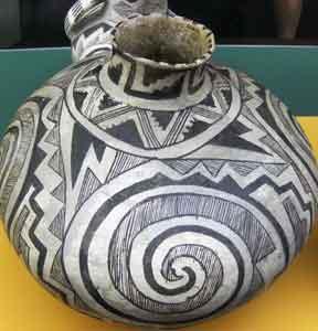 Native American Pot, Field Museum Chicago