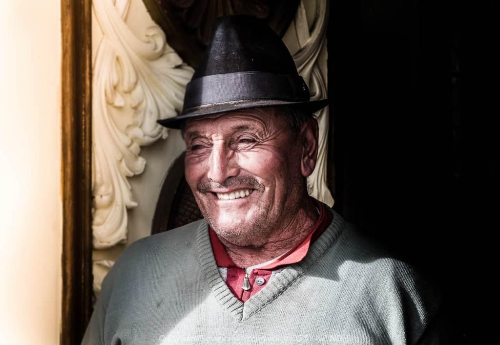 Den Segundo, un campesino di Urbina, Ecuador