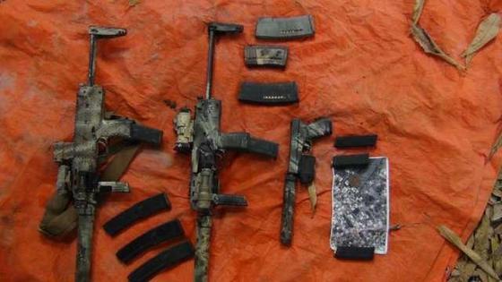 French-commando-weapons-Shabaab.jpg