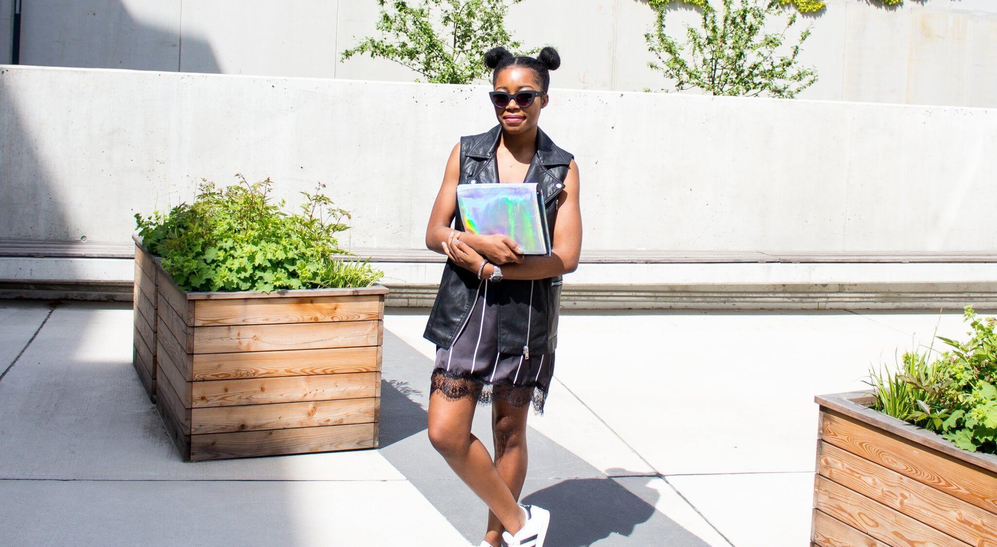 Schwarze Lingerie Kleid; Lingerie; Lookatchichi; Adidas; Sneakers; Holographic;