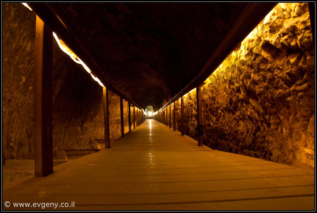 Мегиддо: Подземный туннель