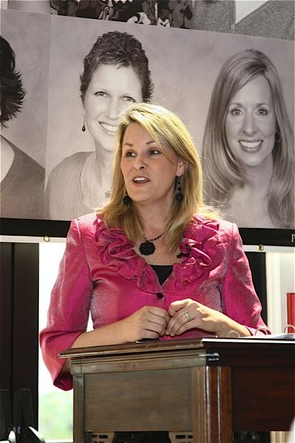 Kim-Becking-Looking-Forward-Living-Life-Coach-Divorce-Author-Speaker-Speaking