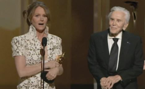 Oscar 2011: Melissa Leo macht heisses Date mit Kirk Douglas - Kino News