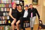 Die Stimmung bei Simone (29), Marie-Luise (22), Gastgeber Pascal (35) und Bernhard (53) ist prächtig!