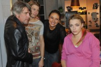 V.li.: Kurt Le Roy (Tim Williams) Dominik (Raul Richter) Jasmin (Janina Uhse) und Emily Höfer (Anne Menden). Emily fühlt sich vom richtigen Leben ausgeschlossen.