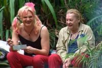 Tag 1 im Camp - Olivia Jones (l.) und Helmut Berger.