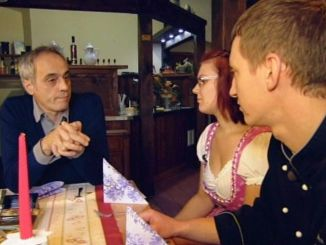 V.li.: Christian Rach, Servicekraft Cindy und Geschäftsführer Thomas