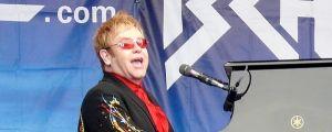 Elton John sammelt über sechs Millionen Dollar für AIDS-Stiftung