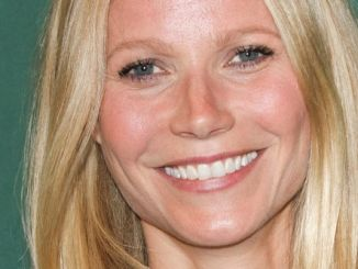 """Gwyneth Paltrow """"It's All Good: Delicious, Easy Recipes That Will Make You Look Good and Feel Great"""" Book Signing at Barnes & Noble"""