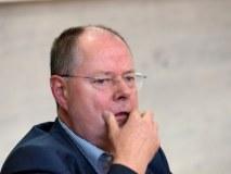 Steinbrück duelliert sich mit seinem Schachcomputer