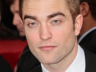 Robert Pattinson - 70th Annual Golden Globe Awards thumb