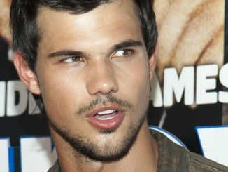 "Taylor Lautner - ""Grown Ups 2"" New York City Premiere thumb"