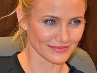 "Cameron Diaz - Cameron Diaz's ""The Body Book"" Book Signing at Barnes & Noble in Los Angeles on January 16, 2014 - Barnes & Noble at the Grove"
