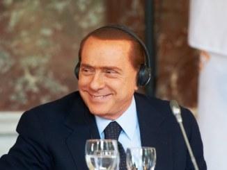 Ex-Regierungschef Berlusconi tritt Sozialdienst in Altenheim an - Promi Klatsch und Tratsch