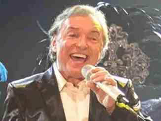 Karel Gott nimmt Publikumspreis entgegen - Musik News