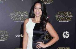 Gina Rodriguez wird Kleid verleihen