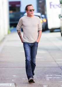 Kiefer Sutherland Sighted in Los Angeles on December 15, 2015