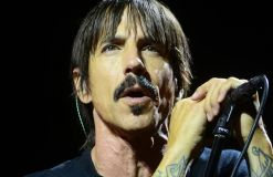 """Red Hot Chili Peppers"" suchen Kritik"