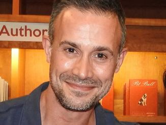 """Freddie Prinze Jr. """"Back to the Kitchen"""" Book Signing at Vroman's Bookstore in Pasadena on June 11, 2016"""