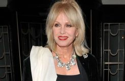"Joanna Lumley und das Remake von ""Are You Being Served?"""