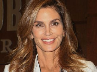 """Cindy Crawford - """"Becoming by Cindy Crawford"""" Book Signing at Barnes & Noble in Los Angeles"""