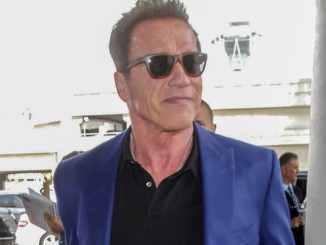 Arnold Schwarzenegger erhält verloren geglaubten Preis wieder - Promi Klatsch und Tratsch