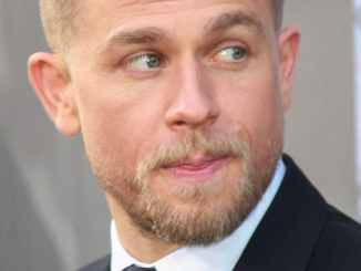 Charlie Hunnam musste British English lernen - Kino News